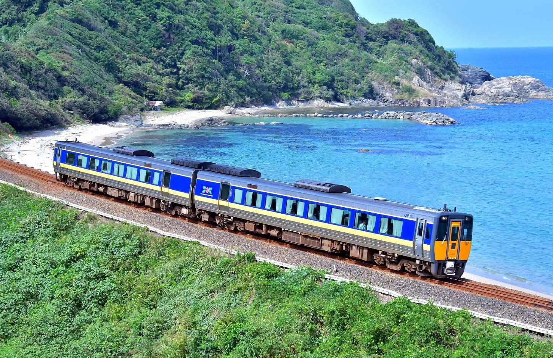 山陰迂回貨物列車_a0251146_00103835.jpg