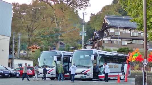 連日大型バスが来ています_c0336902_15451043.jpg