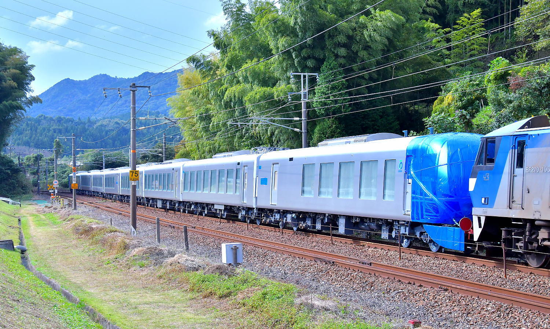 西武新型特急車第一編成_a0251146_18352484.jpg