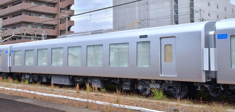 西武新型特急車第一編成_a0251146_18401754.jpg