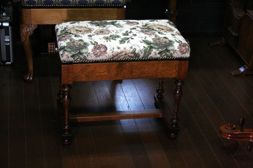 チェンバロ用高低椅子_e0064847_16081484.jpg