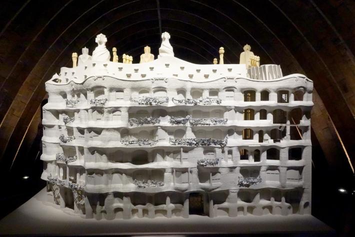 カサ・ミラ Casa Mila, La Pedrera アントニ・ガウディ Antoni Gaudi 2018年9月 バルセロナの旅(3)_f0117059_21302656.jpg