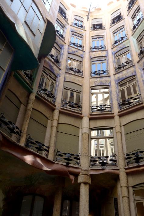 カサ・ミラ Casa Mila, La Pedrera アントニ・ガウディ Antoni Gaudi 2018年9月 バルセロナの旅(3)_f0117059_22282377.jpg