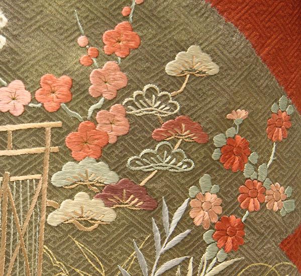 細やかな刺繍が可憐・ご姉妹におすすめの色留袖_b0098077_13423150.jpg