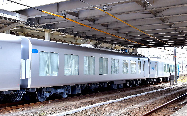 西武新型特急車第一編成_a0251146_01515435.jpg