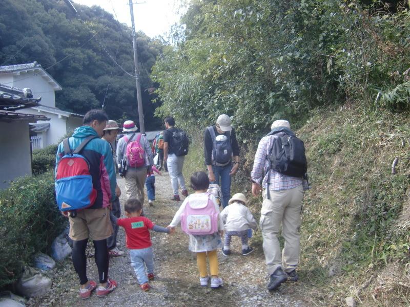 きのくに子どもNPO「秋の里山で遊ぼう!ハイキング!」・・・孝子の森_c0108460_19235222.jpg