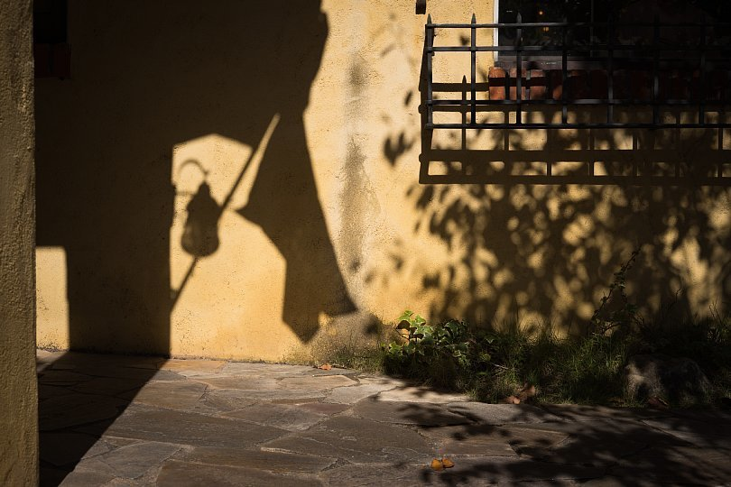 Autumn Light And Shadow At A Pizzeria_d0353489_21151471.jpg