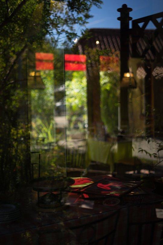 Autumn Light And Shadow At A Pizzeria_d0353489_21155879.jpg