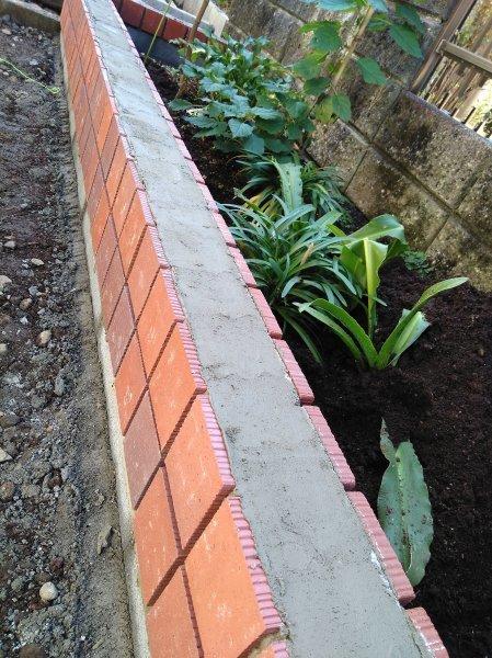 花壇作り_f0136398_21000770.jpg