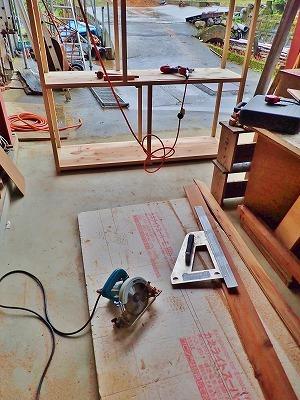 兼業農家の木工工作、今度は飲料保管庫!_c0336902_20151774.jpg