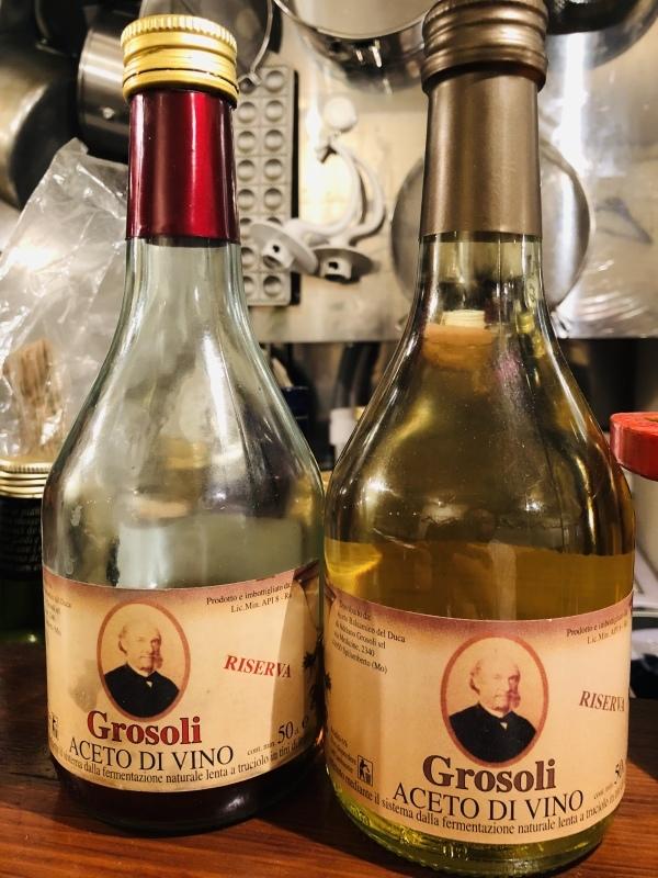 白ワインビネガーと赤ワインビネガー。&10月30日(火)のランチメニュー_d0243849_14225596.jpeg