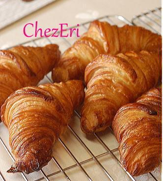 Croissant クロワッサン_a0160955_15015971.jpg