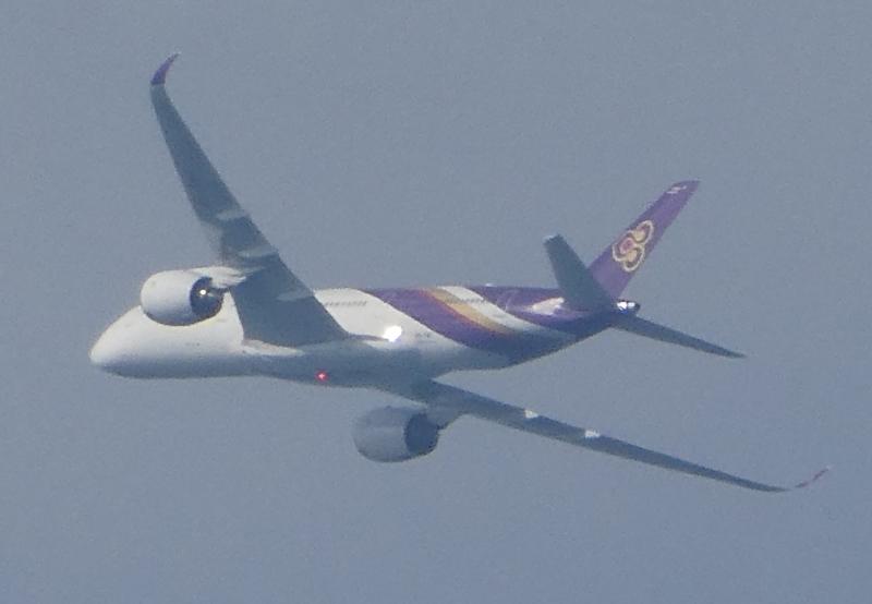 飛行機と遊ぶ_c0108460_15541298.jpg