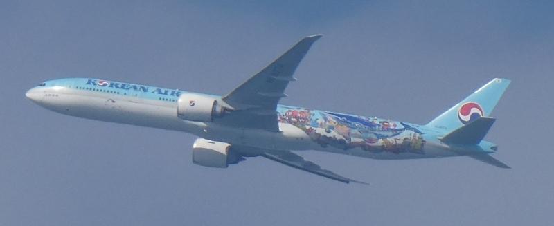 飛行機と遊ぶ_c0108460_15561281.jpg