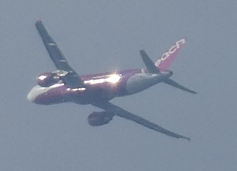 飛行機と遊ぶ_c0108460_16035257.jpg