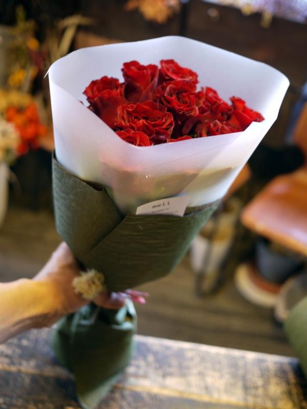 ご結婚記念日に奥様へ花束。「赤バラ11本で」。2018/10/26。_b0171193_20245782.jpg