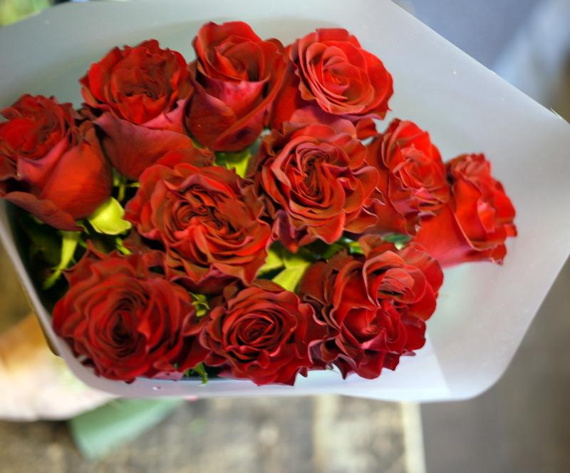 ご結婚記念日に奥様へ花束。「赤バラ11本で」。2018/10/26。_b0171193_20250006.jpg