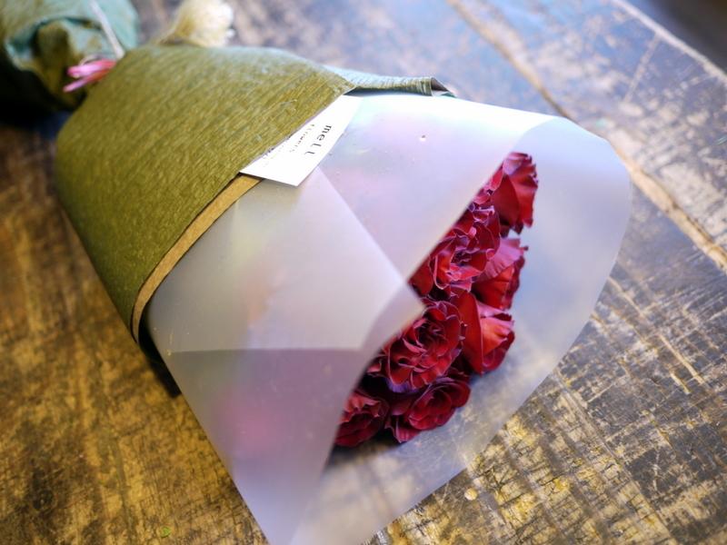 ご結婚記念日に奥様へ花束。「赤バラ11本で」。2018/10/26。_b0171193_20250768.jpg