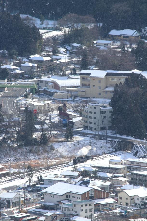 雪の日の入れ替えを山の上から眺める - 東武鬼怒川線・2017年冬 -_b0190710_22380524.jpg
