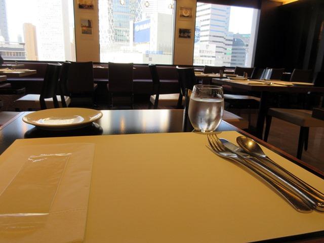 【Cafe Troisgros】美味しいランチ【小田急新宿本店】パンとデリ_b0009849_1682364.jpg