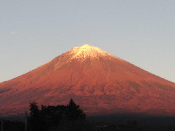 赤く染まった富士山_f0136398_20112772.jpg