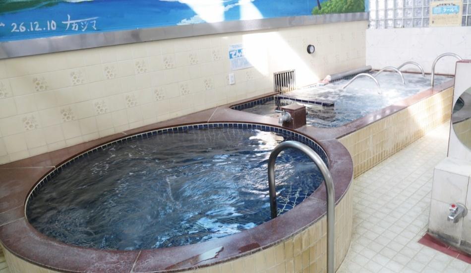 荒川の堤防にほど近いお風呂屋さんは、昭和5年創業の下町風情溢れる銭湯。_e0120614_16215656.jpg