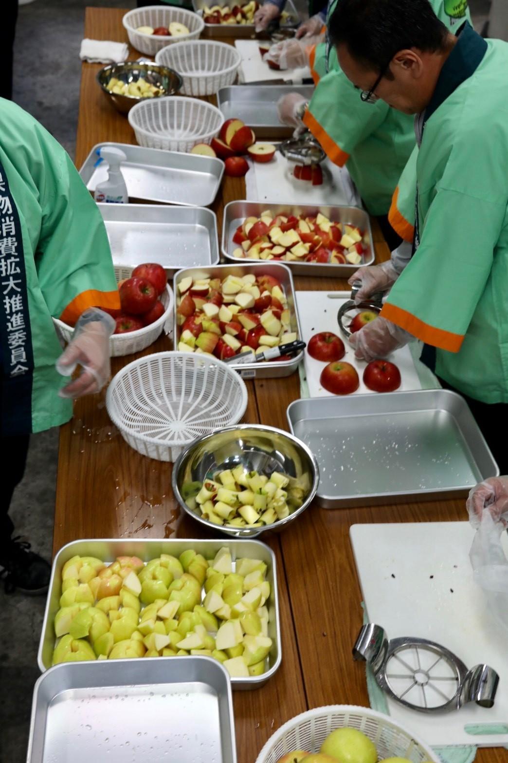 おいしいりんごを食べてみられ~!_b0171839_11232029.jpg