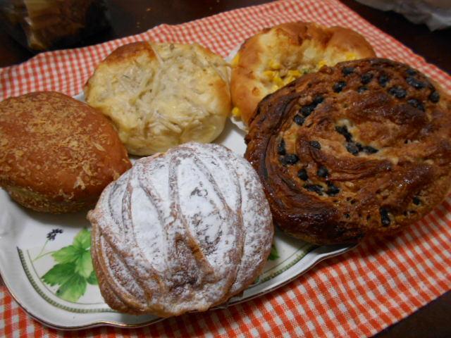 朝早くお気に入りのパン屋へ_f0019498_08421247.jpg