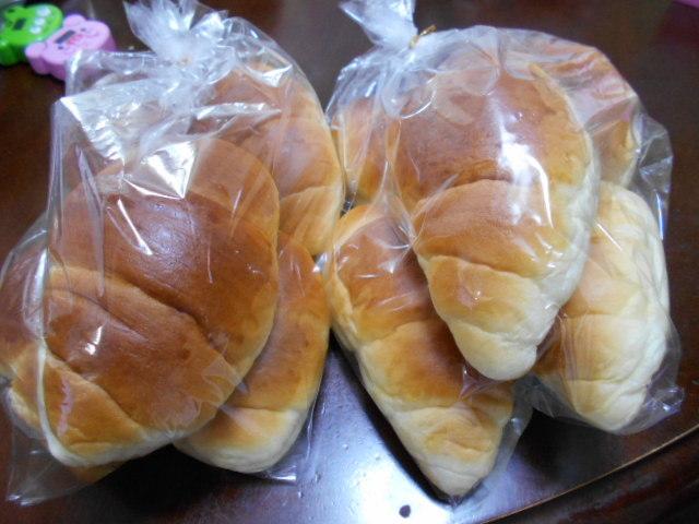 朝早くお気に入りのパン屋へ_f0019498_08424878.jpg