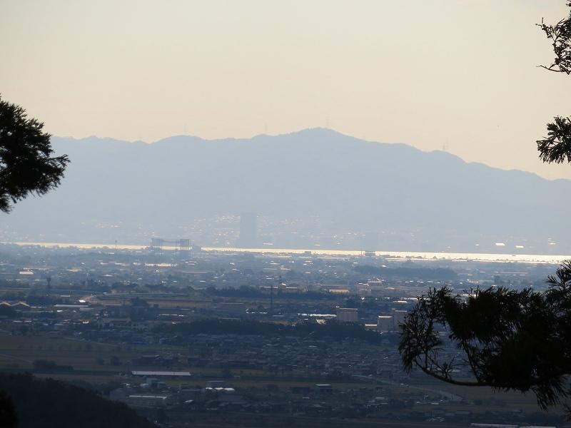 長命寺から琵琶湖を眺望20181029_e0237645_08020139.jpg
