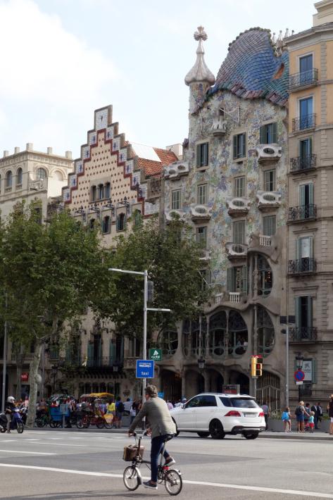 カサ・ミラ Casa Mila, La Pedrera アントニ・ガウディ Antoni Gaudi 2018年9月 バルセロナの旅(3)_f0117059_20382803.jpg