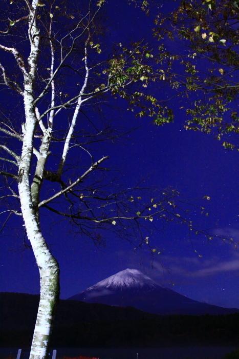 30年10月の富士(13)夜の西湖の富士_e0344396_18061130.jpg