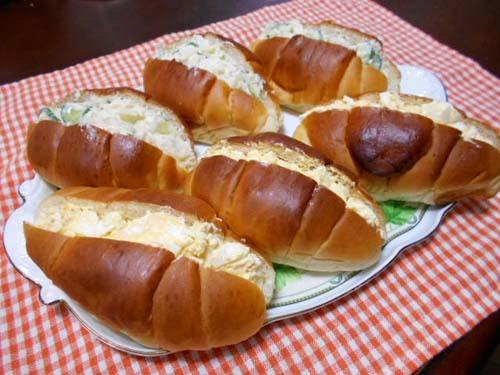 朝食は、ロールパンサンドイッチ_f0019498_08161146.jpg