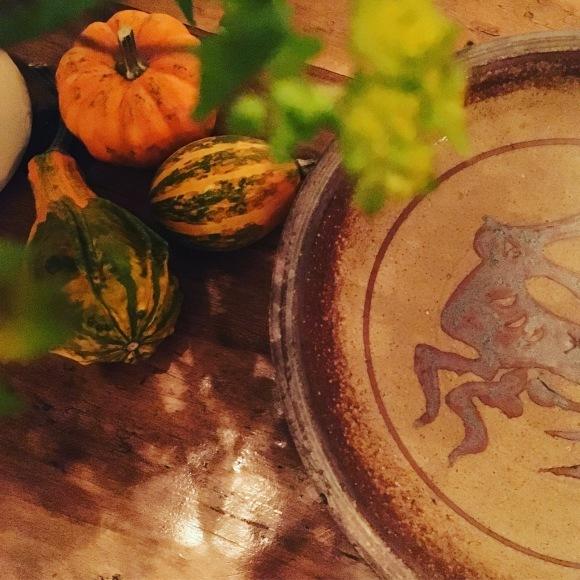 跳ね兎🐇秋の実りと彩🎃🍁 バーナード・リーチの一皿 🐇_d0142843_03143128.jpeg