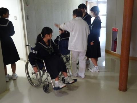 吉江中学校で疑似体験_b0159251_17155854.jpg