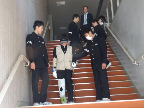 吉江中学校で疑似体験_b0159251_17161517.jpg