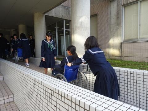 吉江中学校で疑似体験_b0159251_17203074.jpg