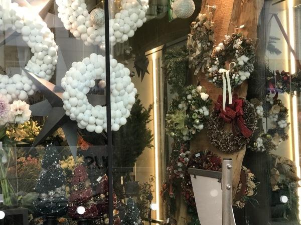 クリスマス準備がもう始まりました。_e0397389_16324046.jpeg