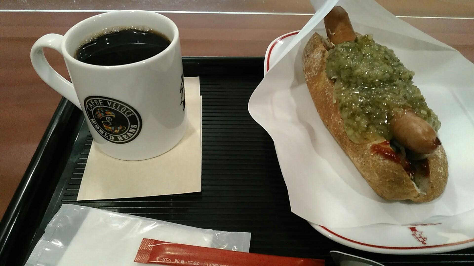 カフェ・ベローチェ 『焼きたてドッグ たっぷりピクルス』_a0326295_22361112.jpg