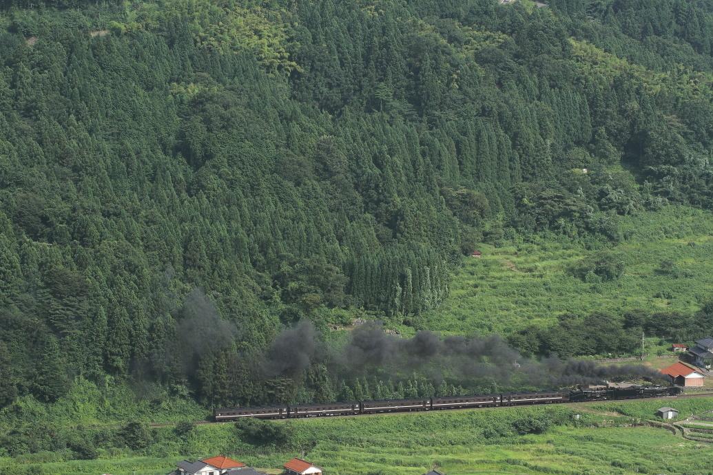 2年前、2両の機関車、2本の黒煙 - やまぐち重連・2016年 -_b0190710_22452763.jpg