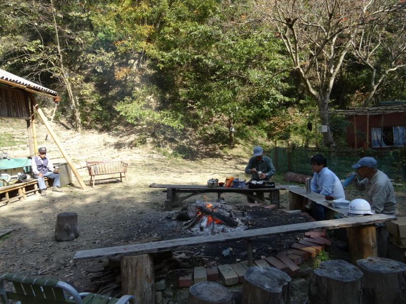 枯れ松 大木の伐採準備・・・孝子の森_c0108460_18084359.jpg