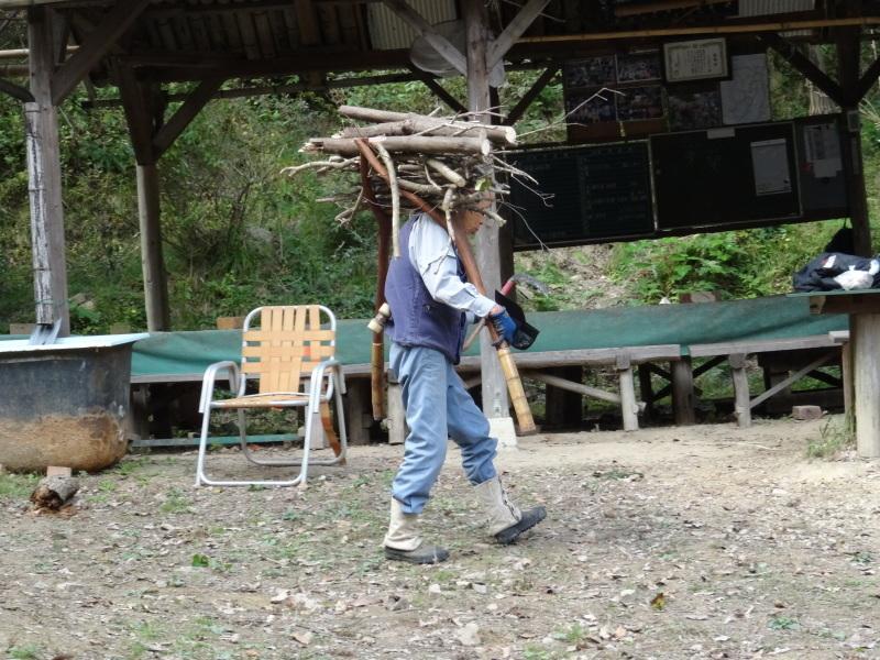 枯れ松 大木の伐採準備・・・孝子の森_c0108460_18095249.jpg