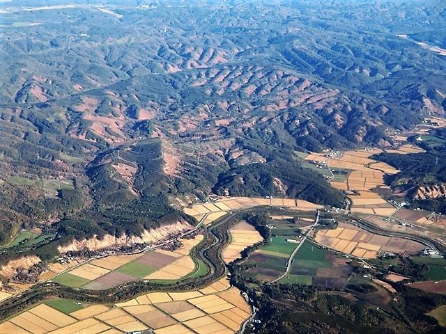 ANA北海道の旅@雄大な自然と北海道、札幌空港から中標津空港へこの便は最高、雌阿寒岳、阿寒湖、屈斜路湖そして摩周湖の絶景か広がる_d0181492_20070379.jpg