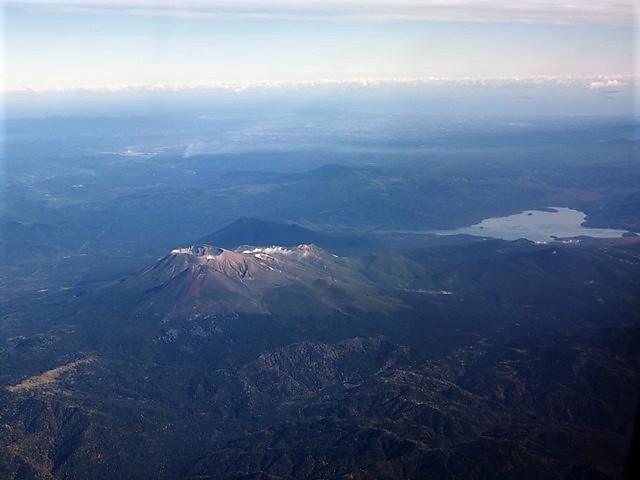 ANA北海道の旅@雄大な自然と北海道、札幌空港から中標津空港へこの便は最高、雌阿寒岳、阿寒湖、屈斜路湖そして摩周湖の絶景か広がる_d0181492_20091401.jpg