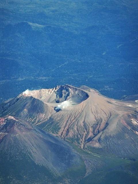 ANA北海道の旅@雄大な自然と北海道、札幌空港から中標津空港へこの便は最高、雌阿寒岳、阿寒湖、屈斜路湖そして摩周湖の絶景か広がる_d0181492_20093995.jpg