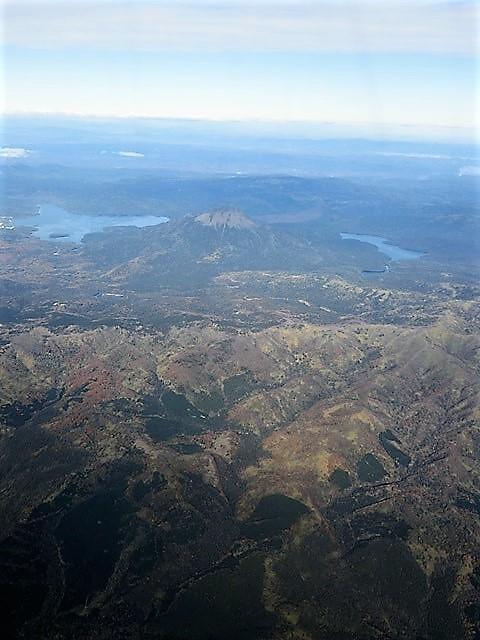 ANA北海道の旅@雄大な自然と北海道、札幌空港から中標津空港へこの便は最高、雌阿寒岳、阿寒湖、屈斜路湖そして摩周湖の絶景か広がる_d0181492_20113500.jpg