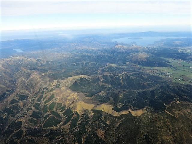 ANA北海道の旅@雄大な自然と北海道、札幌空港から中標津空港へこの便は最高、雌阿寒岳、阿寒湖、屈斜路湖そして摩周湖の絶景か広がる_d0181492_20121046.jpg