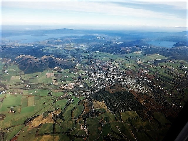 ANA北海道の旅@雄大な自然と北海道、札幌空港から中標津空港へこの便は最高、雌阿寒岳、阿寒湖、屈斜路湖そして摩周湖の絶景か広がる_d0181492_20130900.jpg