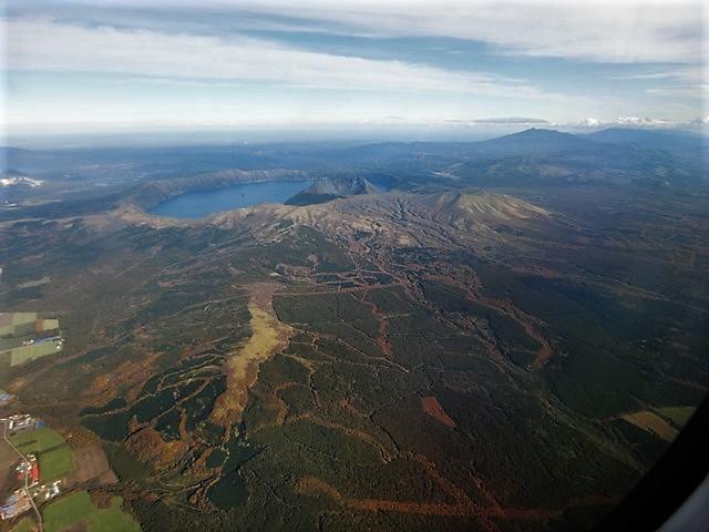 ANA北海道の旅@雄大な自然と北海道、札幌空港から中標津空港へこの便は最高、雌阿寒岳、阿寒湖、屈斜路湖そして摩周湖の絶景か広がる_d0181492_20142996.jpg