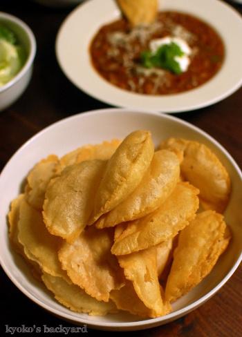 ビーフチョリソー入りのチリビーンズスープと、揚げたてコーントルティーヤチップス_b0253205_10190884.jpg